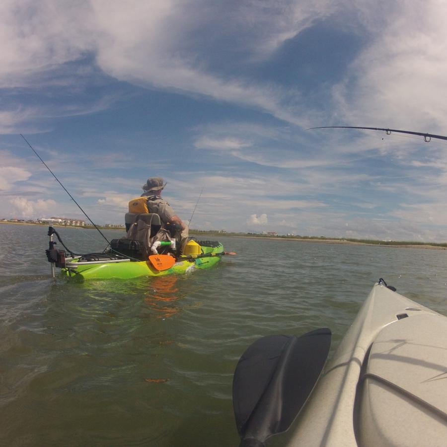 2 people kayak fishing